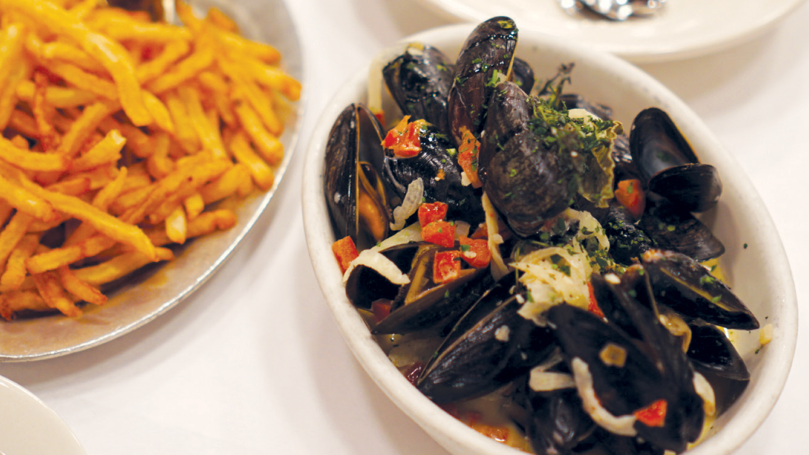 bowl of mussels and fries at Sardine