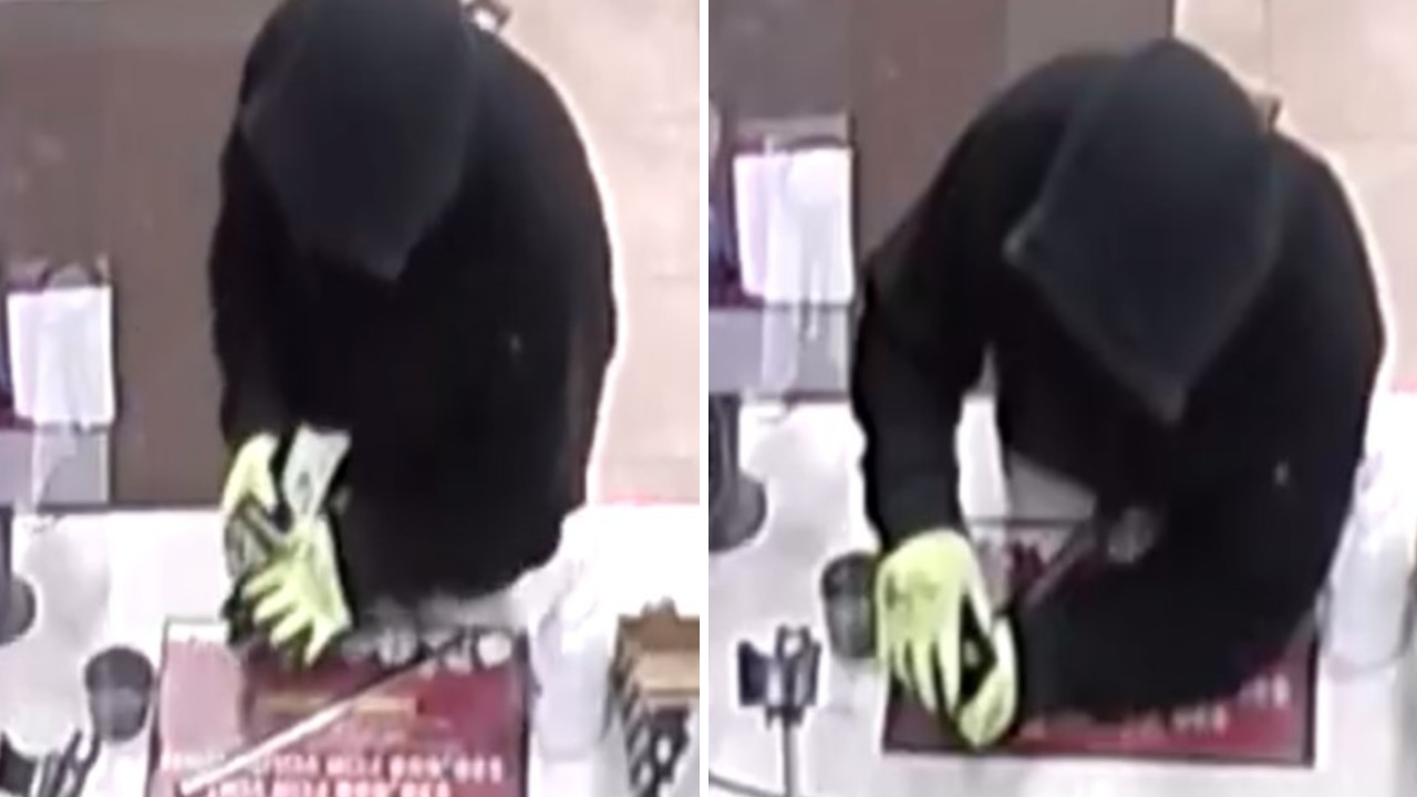 Images of Casey's store robbery from MPD