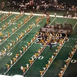 Cheerleaders in yellow and white uniforms do the macarena at Super Bowl 31 in New Orleans.